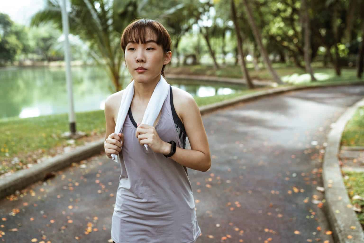 一個女人在跑步