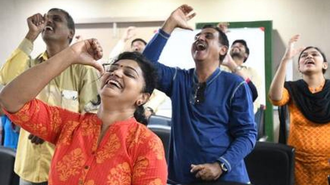 印度大笑瑜伽進行中